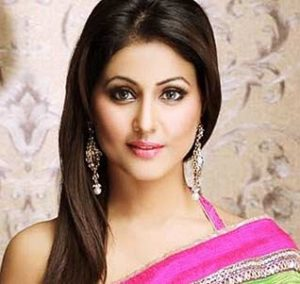 Akshara-Singhania-Real-name-Hina-khan-actress-cast age biography in not without my family starlife