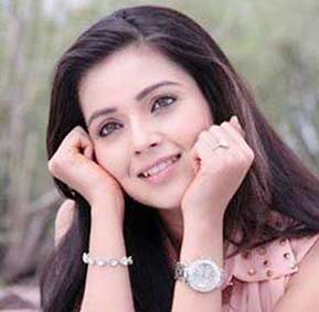 Mansi-Srivastava-as-Bhavya-actress--cast-on-Game-of-Love-StarLife