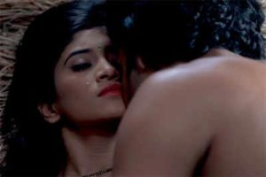 Poonam-and-Lakhan-Romance-in-bed