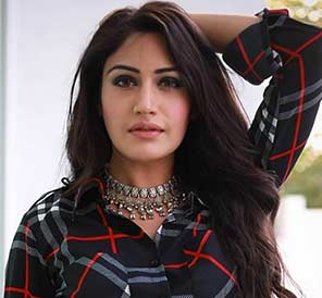 Surbhi-Chandna-as-Anika-actress--cast-on-Game-of-Love-StarLife