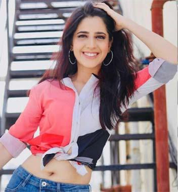 Bhoomi Real name Simran Pareenja cast on lady luck Zee World