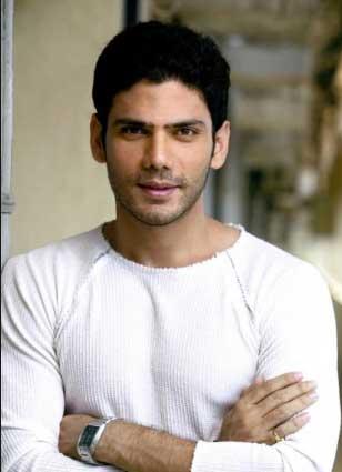 Angan Zoravar Shergil Real name Vipul Gupta Actor Cast on Brave And Beautiful Starlife