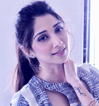 Vrushika-Mehta-as-Asmita-Puchki-Shantanu-Mazumdar